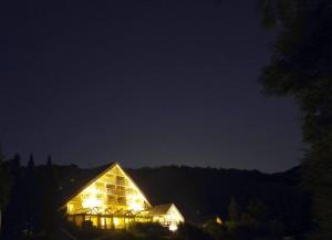 Hotel Rhön-Garden bei Nacht