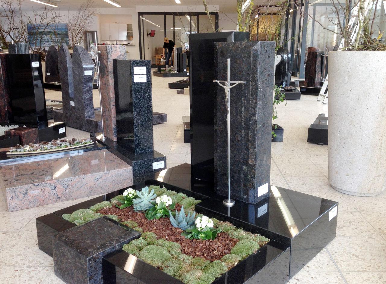 Einblick in das neue Grabmal-Zentrum in Kindelbrück bei Erfurt.