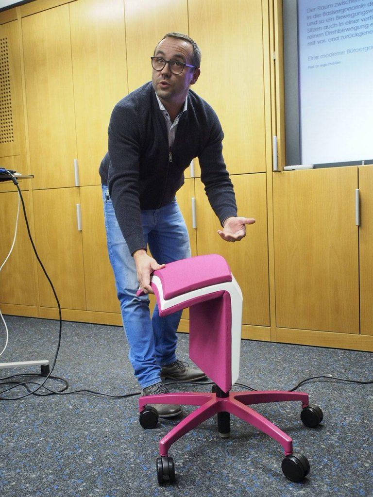 Innovationsabend-Stuhl-praesentation