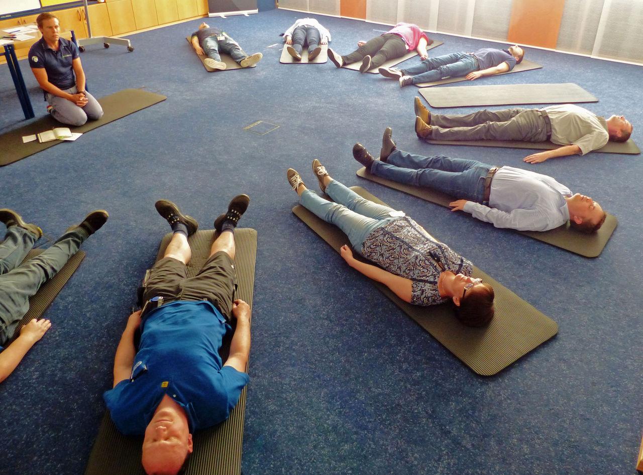 Entspannen will gelernt sein. Die Möglichkeit dazu gab es für JUMO-Mitarbeiterinnen und Mitarbeiter beim Gesundheitstag 2016.
