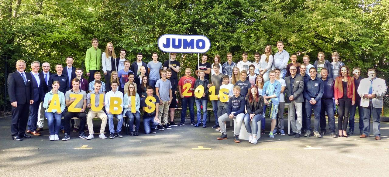 40 neue Auszubildende und DH-Studenten wurden von der JUMO-Geschäftsleitung und ihren Ausbildern am 1. August 2016 zum Start in ihren neuen Lebensabschnitt begrüßt.