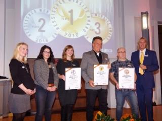 Kurt Mihm mit seinem dritten Preis beim Hessischen Website Award