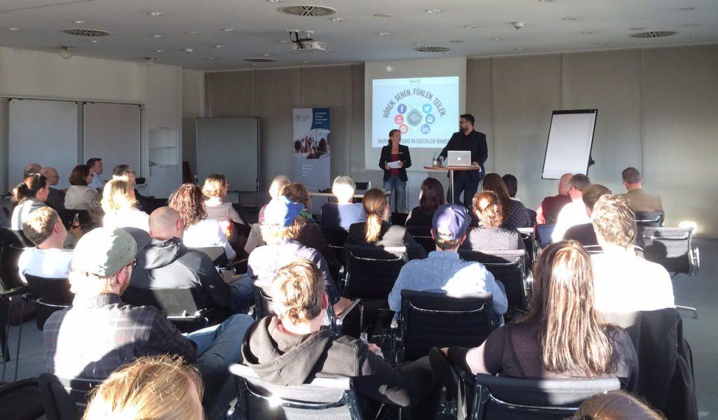 Vorstandsmitglied Sonja Neidhardt begrüßte Referent Patrick Breitenbach und die zahlreichen Teilnehmer.