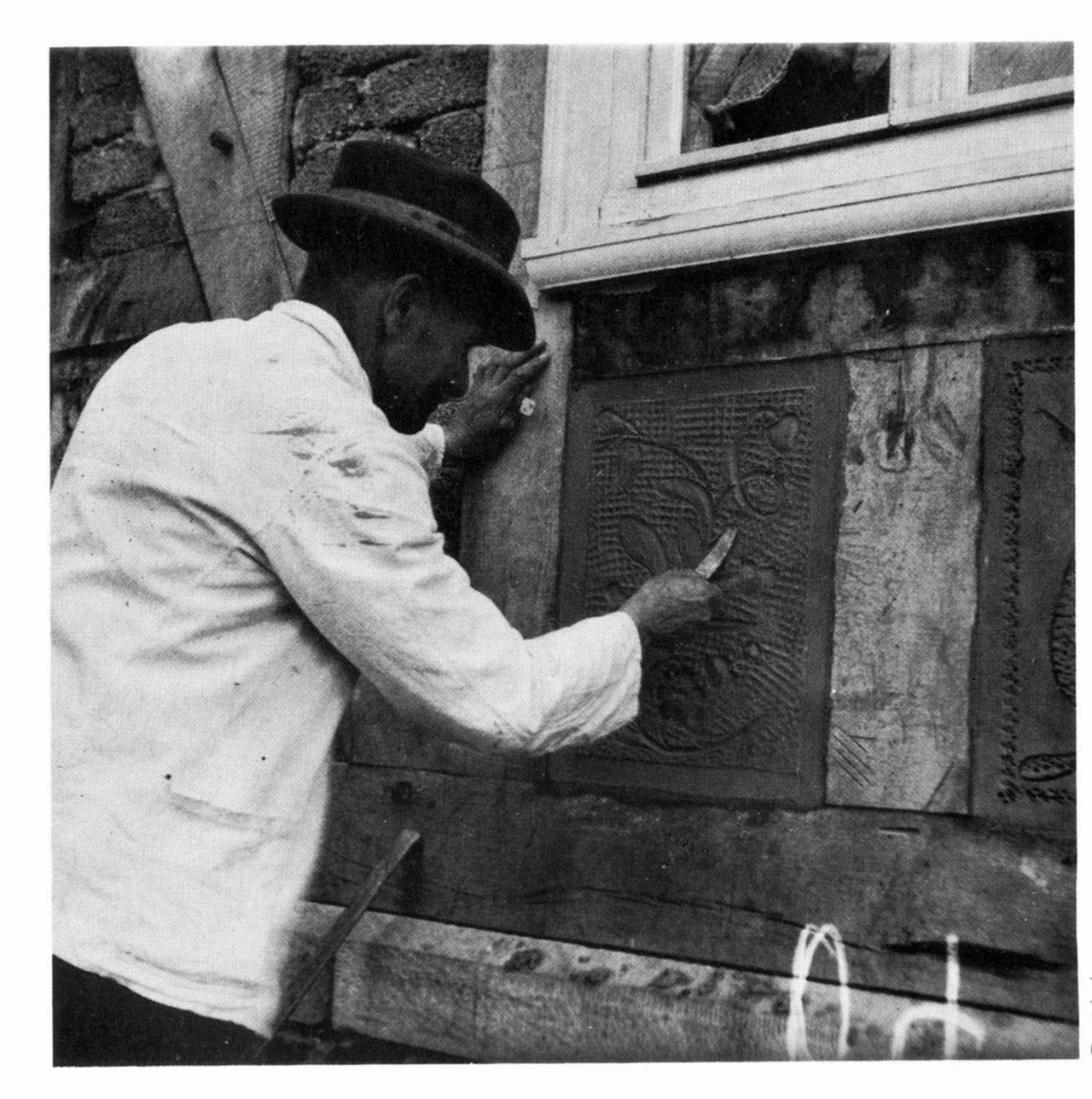 Weißbindermeister Christian Ludwig beim Modellieren eines Gefacheputzes,  Aufnahme 1936