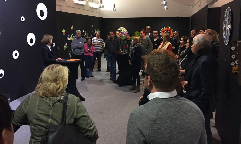 KAF-Direktorin Dr. Gabriele König führte zunächst durch die Ausstellung Popart-Monster