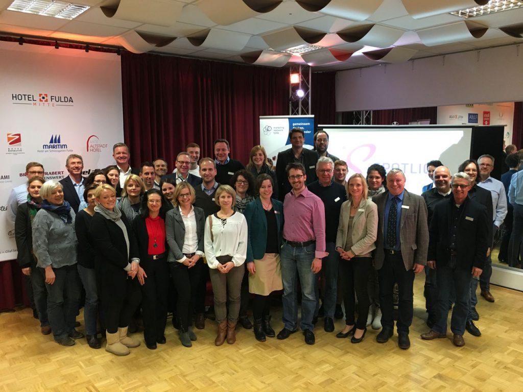 Peter Scholz, zweiter von rechts, mit den Marketing-Experten im Probenraum der Spotlight-Musical GmbH in der Rhönstraße in Fulda. Foto: Spotlight