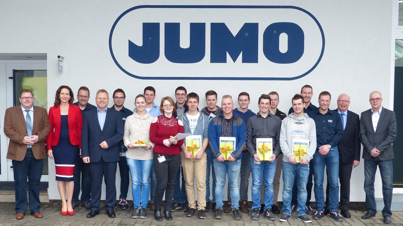 11 JUMO-Auszubildende wurden mit einer Feierstunde ins Berufsleben verabschiedet.
