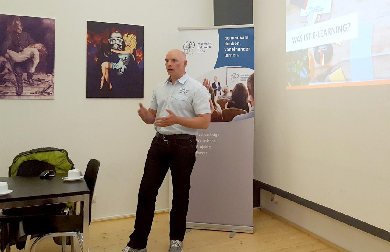 Tom Heier bei seinem Vortrag im Deutschen Feuerwehrmuseum