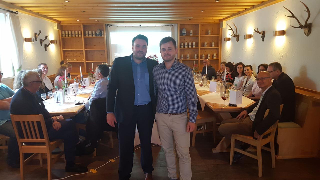 Mario-Sebastian Fertig (links) und Stephan Krause begeisterten die Mitglieder des Marketing-Netzwerk Region Fulda e.V. am Ziegelhof, Wirtshaus & Eventlocation. Foto: privat