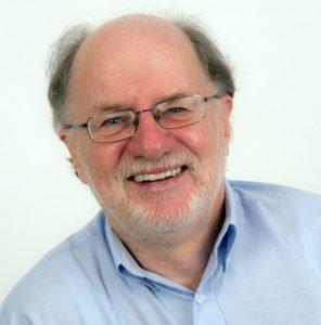 Paul Meyer leitet den Vortragsnachmittag in Oldenburg