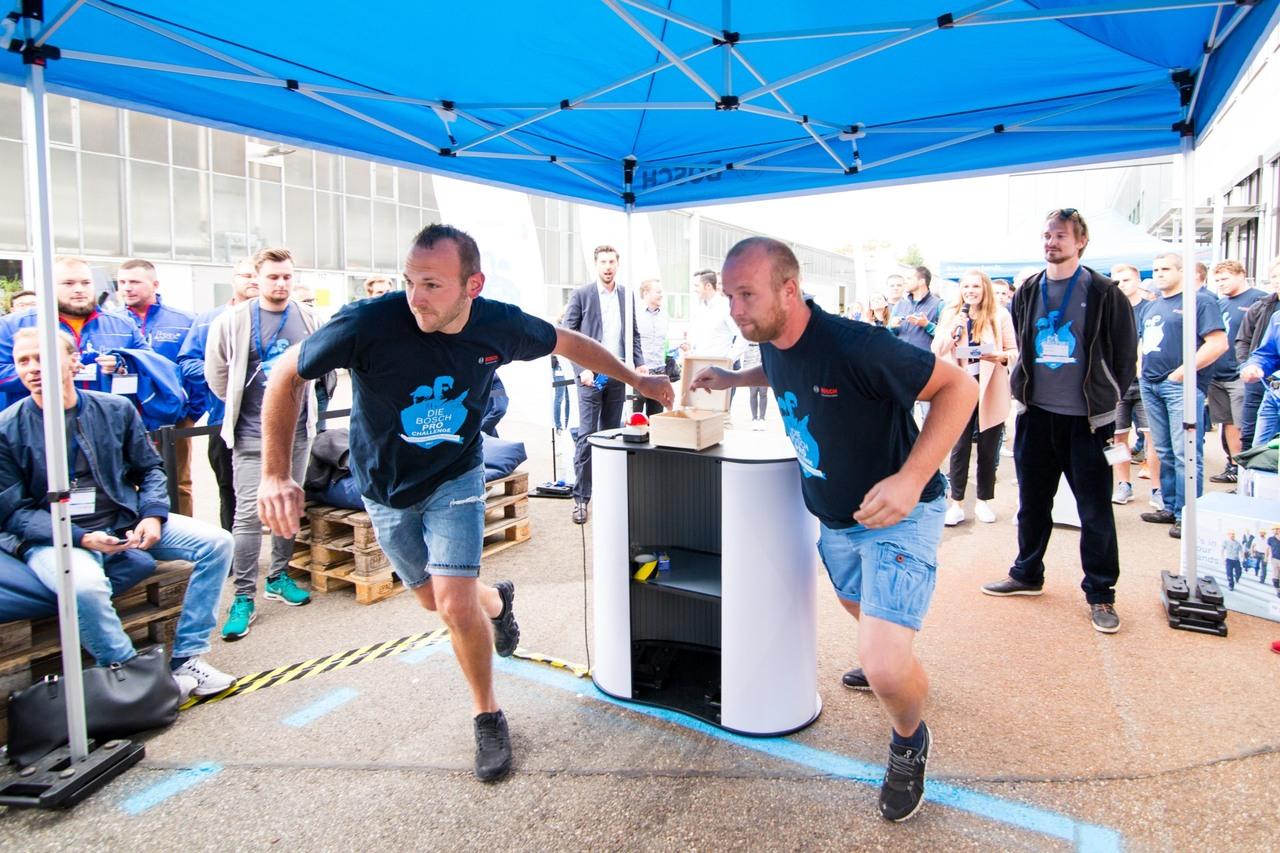 Die KSE-Profis Dirk Wagner (links) und Jan Horas gaben im Finale alles. (Foto: Robert Bosch Power Tools GmbH)