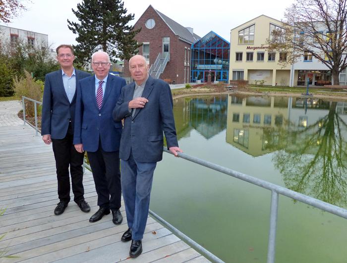 Michael Juchheim, Bernhard Juchheim und Wolfgang Gutberlet (von links) vor dem Morgensternhaus.
