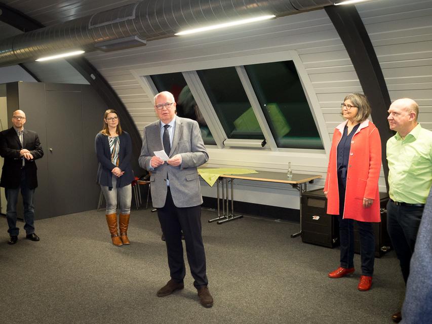 IHK-Präsident Bernhard Juchheim (3. v.l.), Vorsitzender des Engineering-High-Tech-Clusters, hebt in seiner Begrüßung die Bedeutung der Digitalisierung für alle Branchen hervor