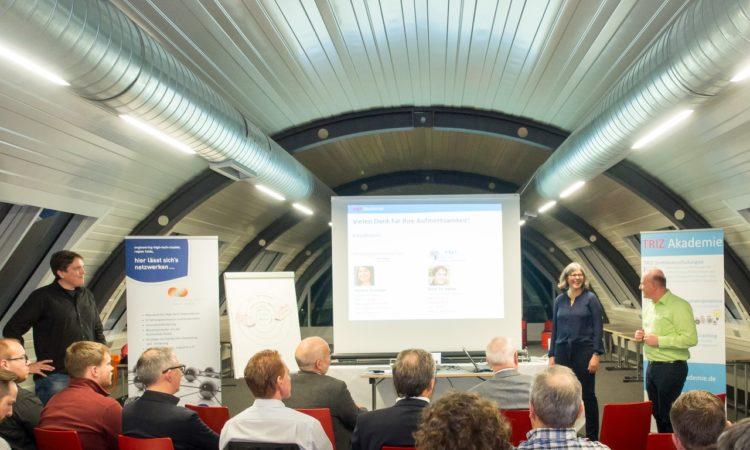 Gastgeber Bernhard Hahner (2.v.l.) beschäftigt sich intensiv mit den Chancen, die der digitale Wandel für sein Unternehmen bietet