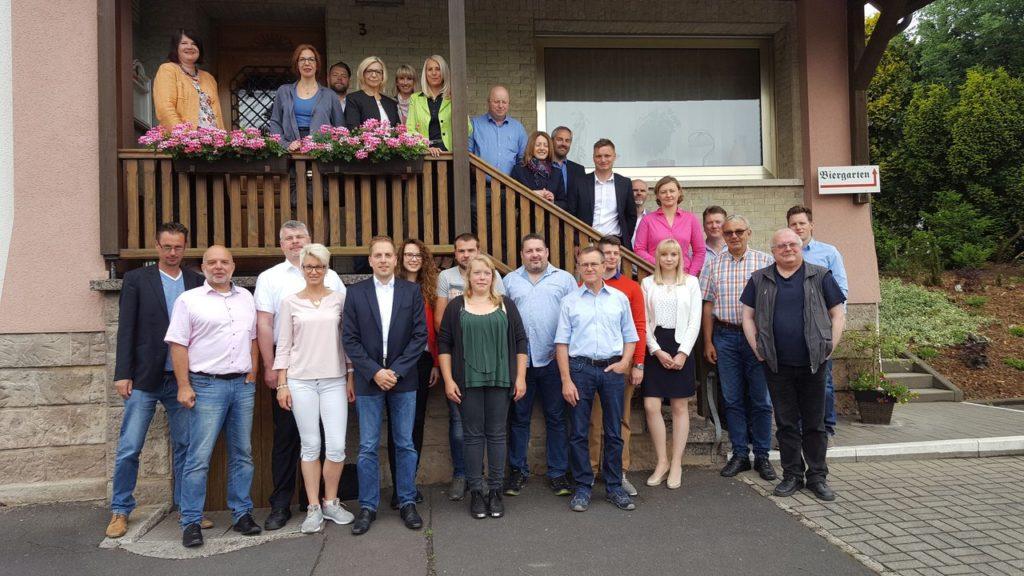 Die Teilnehmer des Gründerfrühstücks vor dem Froschwirt in Dorfborn