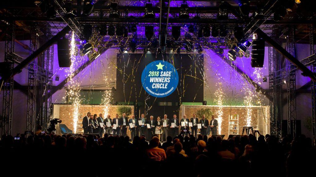 14 Sage Business Partner erhielten im festlichen Rahmen der Sage Summit Tour 2018 am 17. April in Hamburg den Sage Winners Circle Award 2018