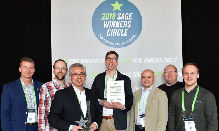 Das Team von L.A.N. erhält den Sage Winners Circle Award. (V.l.) Stephan Götz, Markus Eischeid, Esmail Akbari, Patrick Jordan, Oualid Nouri, Michael Manns, Stephan Andert