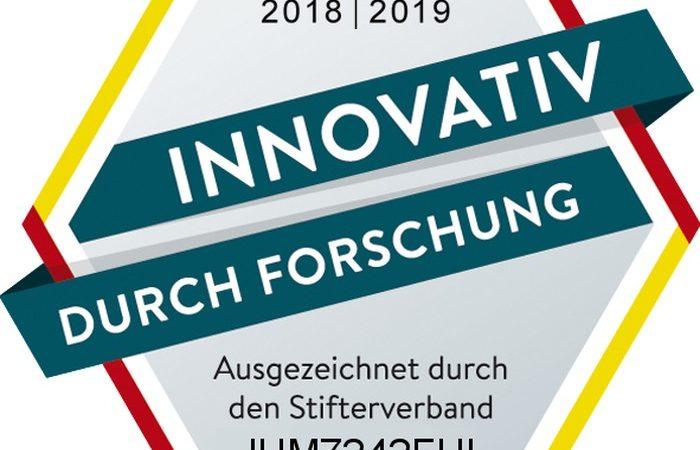 """Das Siegel """"Innovativ durch Forschung"""" wird vom """"Stifterverband für die Deutsche Wissenschaft"""" vergeben."""
