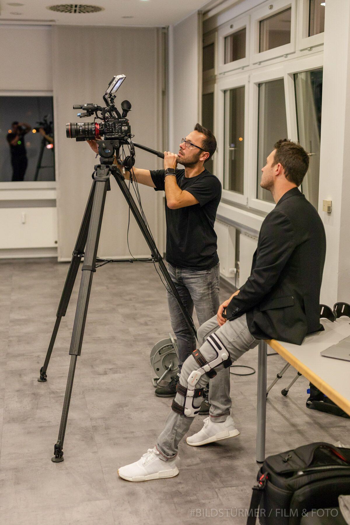 Bildstürmer: Videoproduzent Julian Witteborn (rechts) und Fotograf Salih Usta, die Bildstürmer, streamten live auf Facebook