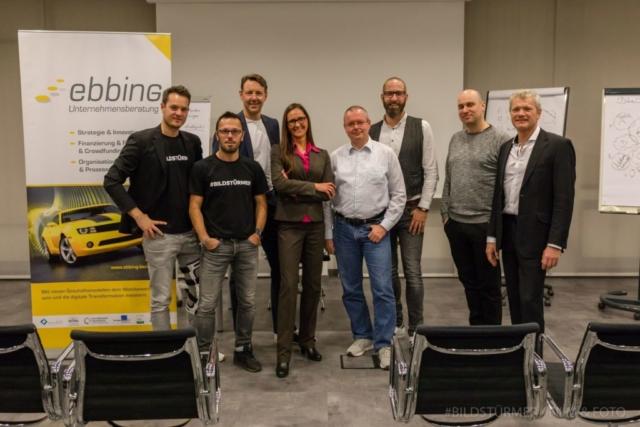 """Tanja Ebbing (Mitte) mit """"ihren"""" Gründern: (von links) Julian Witteborn, Salih Usta, Kai Nüchter, Thomas Noll, Nicolas Bredel, Christian Breitung und Guido Nehren"""