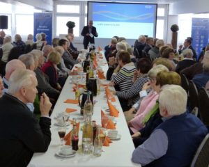 Bernhard Juchheim berichtete beim traditionellen JUMO-Rentnertreffen über die aktuelle Unternehmensentwicklung.