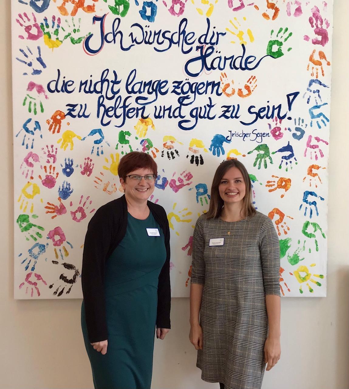Centrumsleiterin Claudia Rusche (links) und Pflegedienstleiterin Anna-Lena Bull © Vitanas
