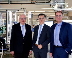 Bernhard (links) und Michael (rechts) Juchheim führen ab Januar 2020 die JUMO-Unternehmensgruppe gemeinsam mit Dimitrios Charisiadis (Mitte)