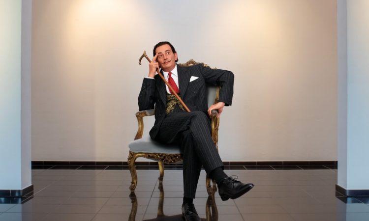 uch eine naturgetreue Dalí-Figur in Lebensgröße von der berliner Künstlerin Lisa Büscher aus dem Jahre 2016 wird in Burghaun gezeigt. Foto: Galerie Liebau