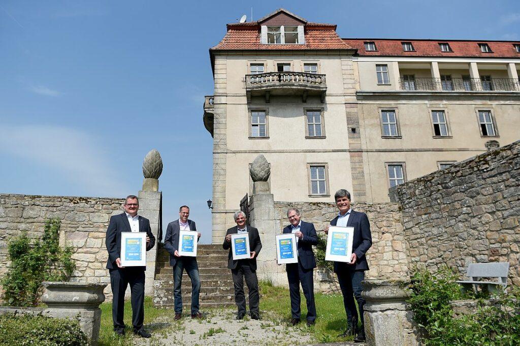 RhoenEnergie - Zertifkatsuebergabe auf Schloss Bieberstein an die Hermann-Lietz-Schulen